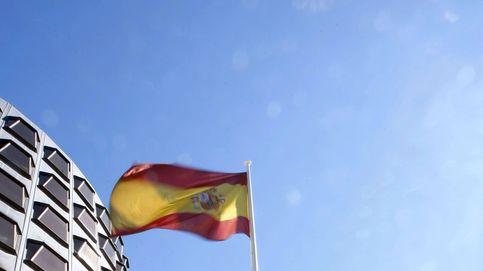 Los magistrados del TC se van de vacaciones con el teléfono operativo por el 'affaire catalán'