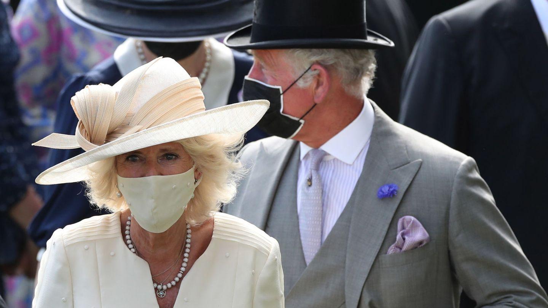 El príncipe Carlos y su mujer, Camila Parker Bowles, en el segundo día de Ascot. Reuters.
