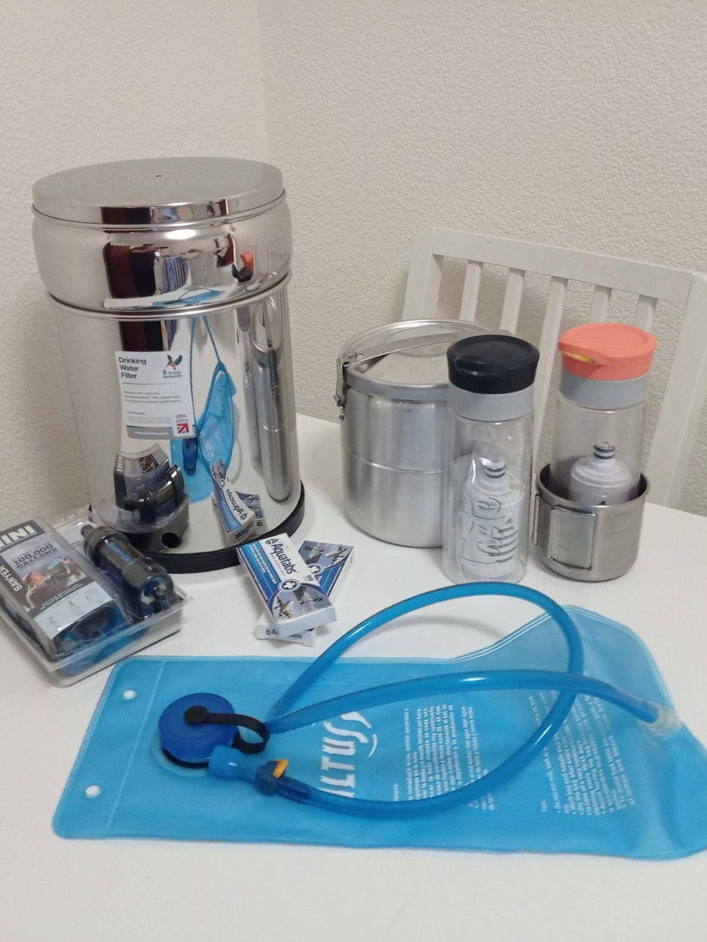 Filtros de potabilización de agua, en botella, un filtro por gravedad, pastillas potabilizadoras... (Preppers España)