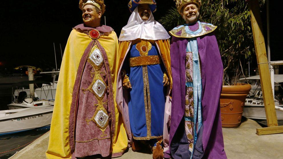 Paraguas y bufandas en media España para asistir a la cabalgata de Reyes