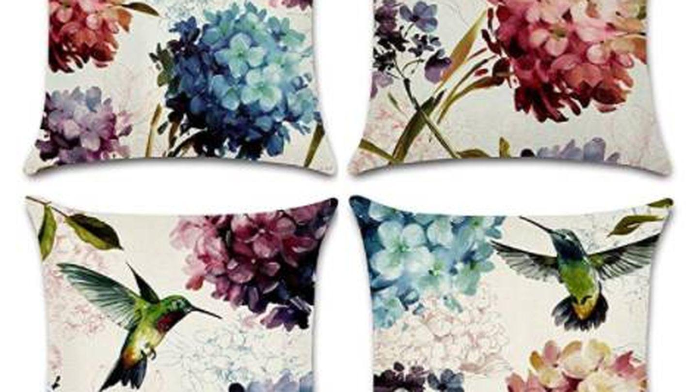 Cojines con flores. (Cortesía)