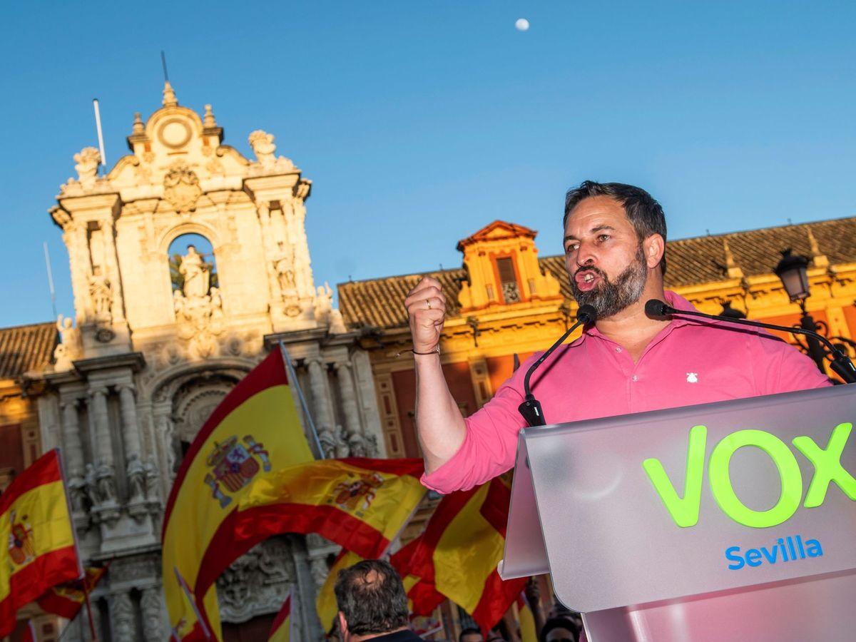 Foto: El presidente de Vox, Santiago Abascal, en un acto en Sevilla. (EFE)