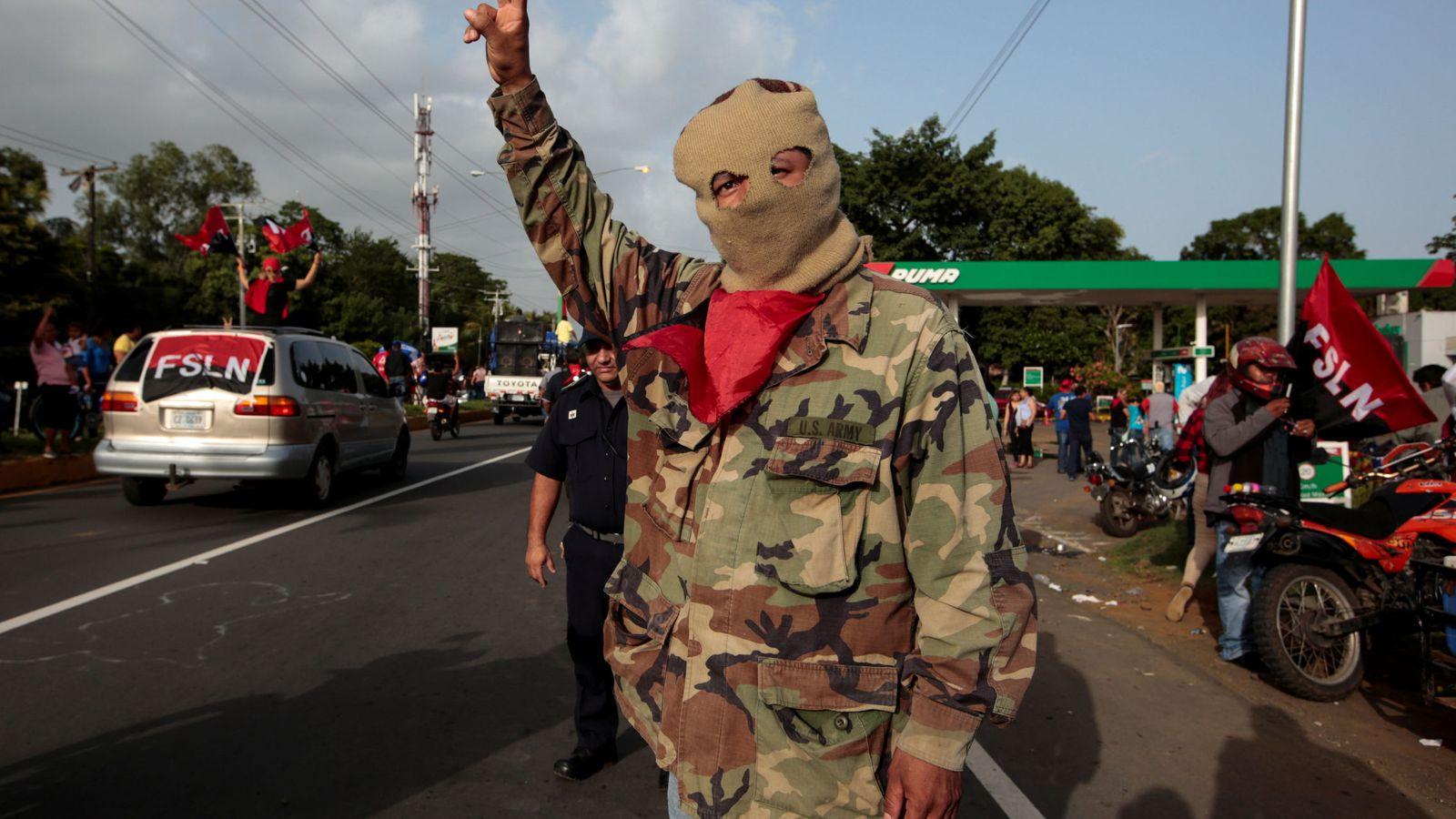 """Foto: Partidario del gubernamental Frente Sandinista participa en el 39º aniversario del """"Repliegue"""" en Masaya, Nicaragua, el 13 de julio de 2018. (Reuters)"""