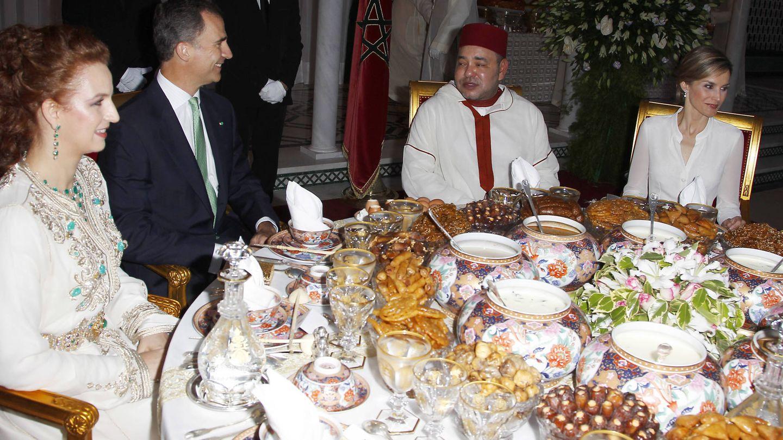 Los Reyes de España cenando con Mohamed y Lalla Salma. (Gtres)
