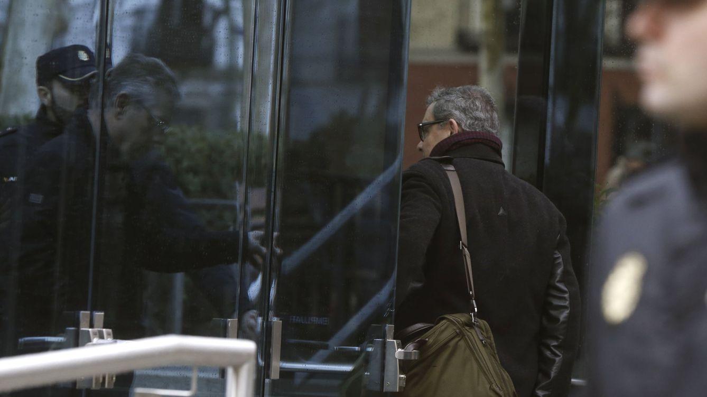 Foto: El mayor de los Pujol entra esta mañana en la Audiencia Nacional para declarar sobre su fortuna en Andorra. (EFE)