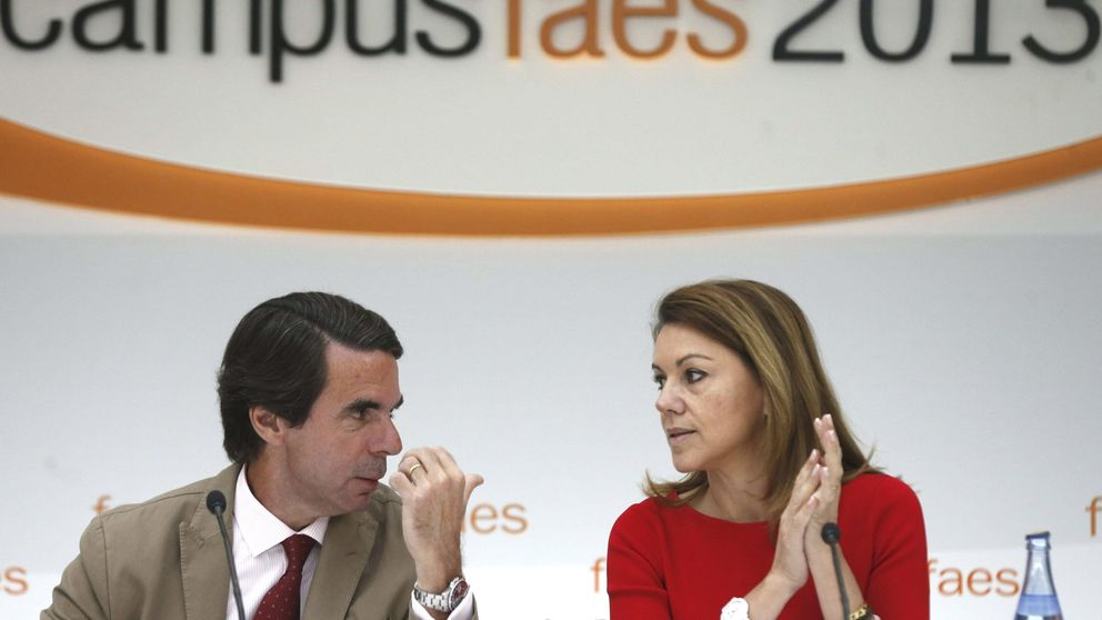 Cospedal vuelve a primera línea, con Aznar en Faes y frente a Page en Toledo