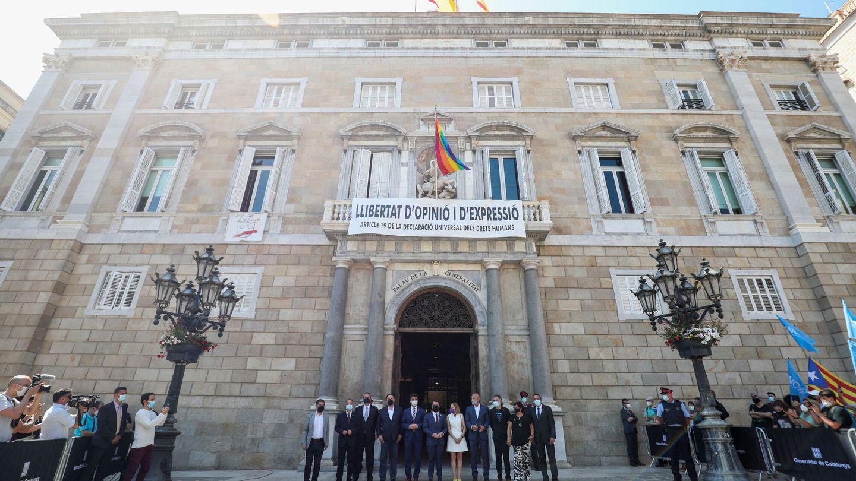 Pere Aragonès recibe a los presos indultados en el Palau de la Generalitat. (Reuters)