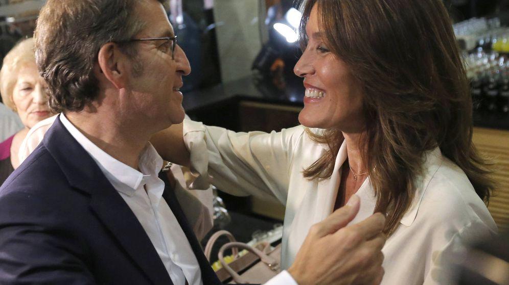 Foto: Eva Cárdenas felicita a Alberto Núñez Feijoo tras ganar las autonómicas. (EFE)