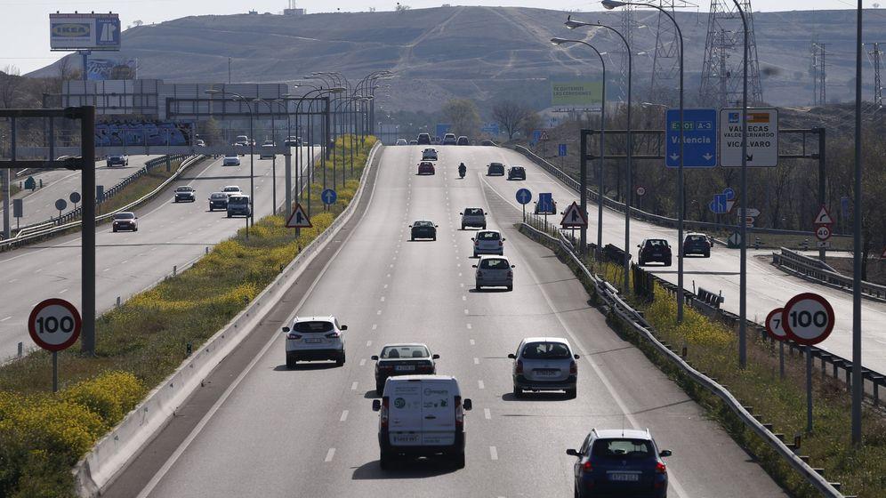 Foto: Vehículos en una carretera de Madrid. (EFE)