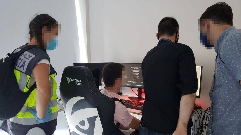 Agentes del Grupo de Ciberataques de la Policía Nacional. (EC)