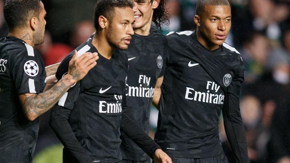 Foto: Neymar y Mbappé, junto a Cavani y Alves, en un partido del Paris Saint-Germain. (EFE)