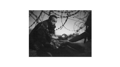 La fotografía de Warren Richardson y otras premiadas con el World Press Photo 2016