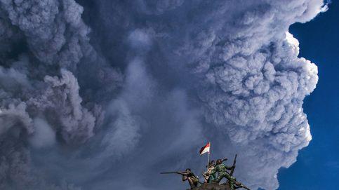 El volcán indonesio Sinabung entra en erupción por cuarta vez en ocho años tras cuatro siglos de inactividad