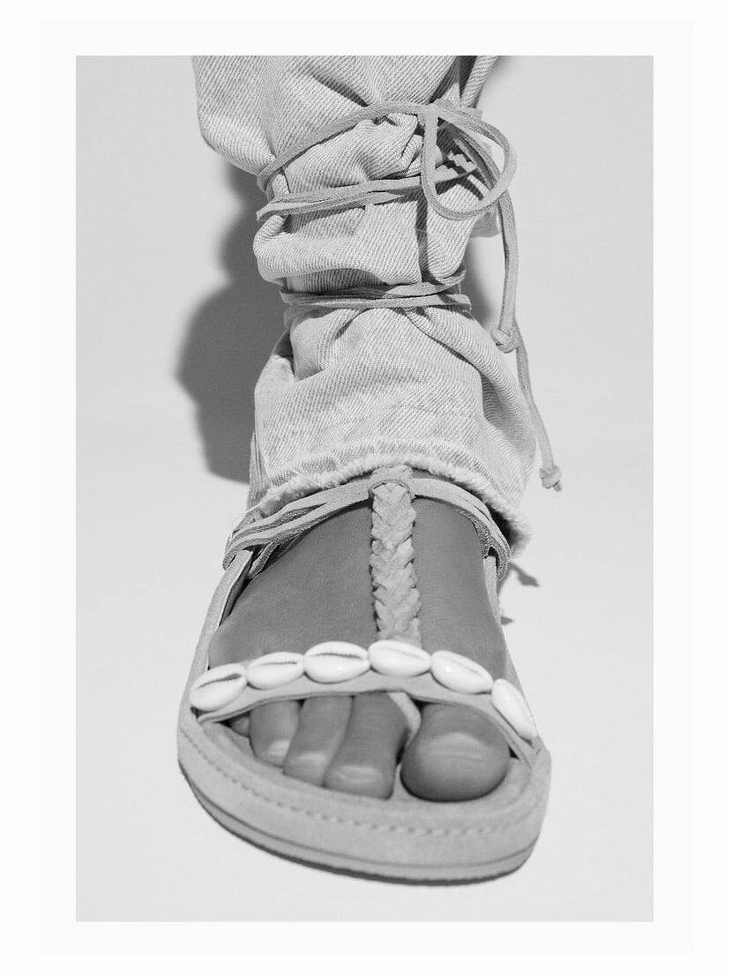 Sandalias de Zara con conchas marinas. (Cortesía)