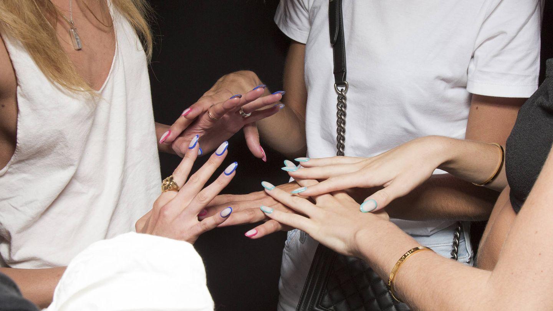 Las agresiones externas también afectan a la fragilidad de las uñas. (Imaxtree)