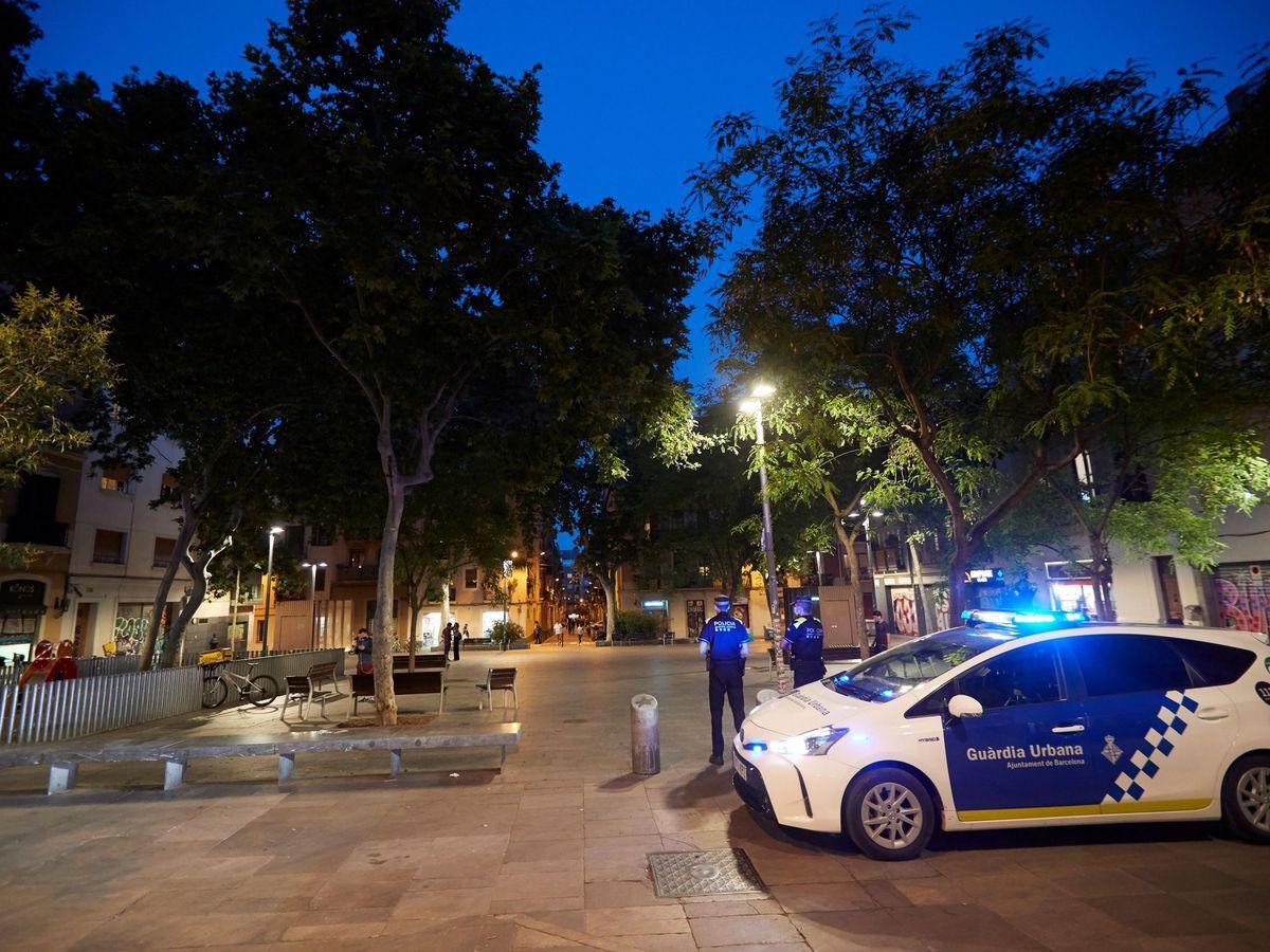 Foto: La Guardia Urbana pudo reducir al hombre que estaba muy alterado (EFE/Alejandro García)