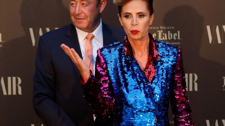 La diseñadora, con su ex, Luis Miguel. (EFE)