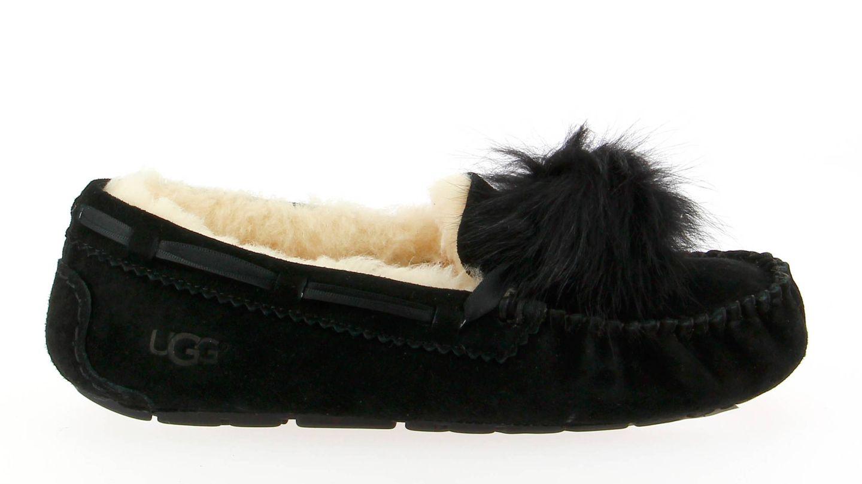 Durante el viaje toca cambiar los stilettos por un calzado más cómodo como el modelo Dakota de la firma UGG (119 euros).