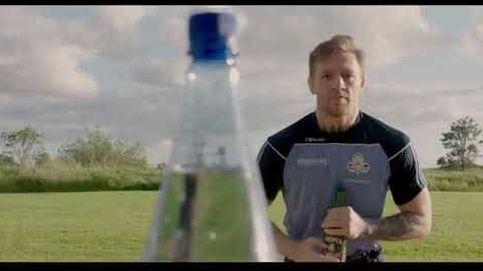 Así abre una botella de una patada Conor McGregor