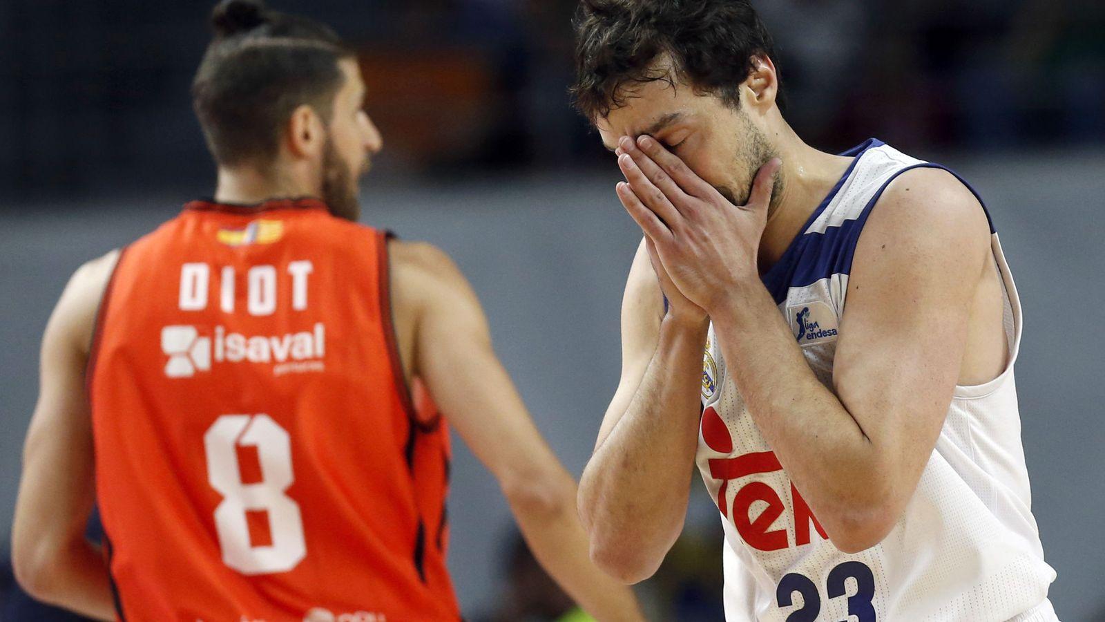 Foto: Sergio Llull se lamenta en un momento del Real Madrid-Valencia Basket de la final de la Liga Endesa. (EFE)