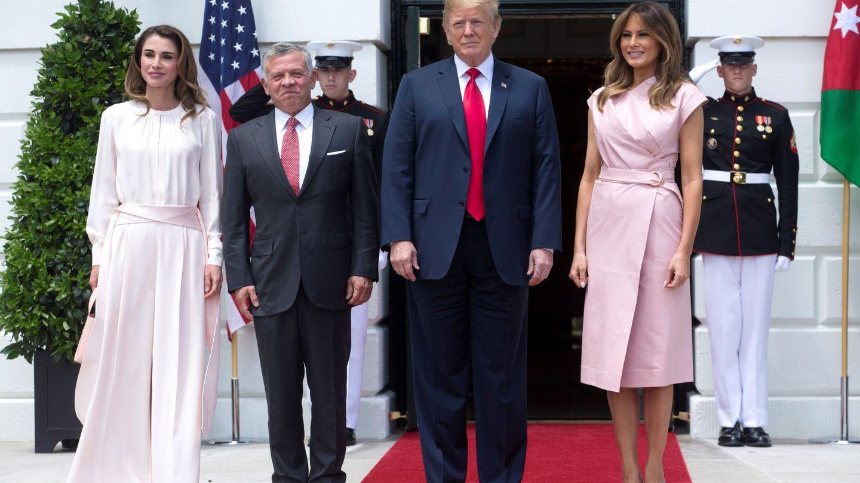 El presidente de EEUU, Donald Trump, y la primera dama, Melania Trump, con los reyes de Jordania en la Casa Blanca. (EFE)