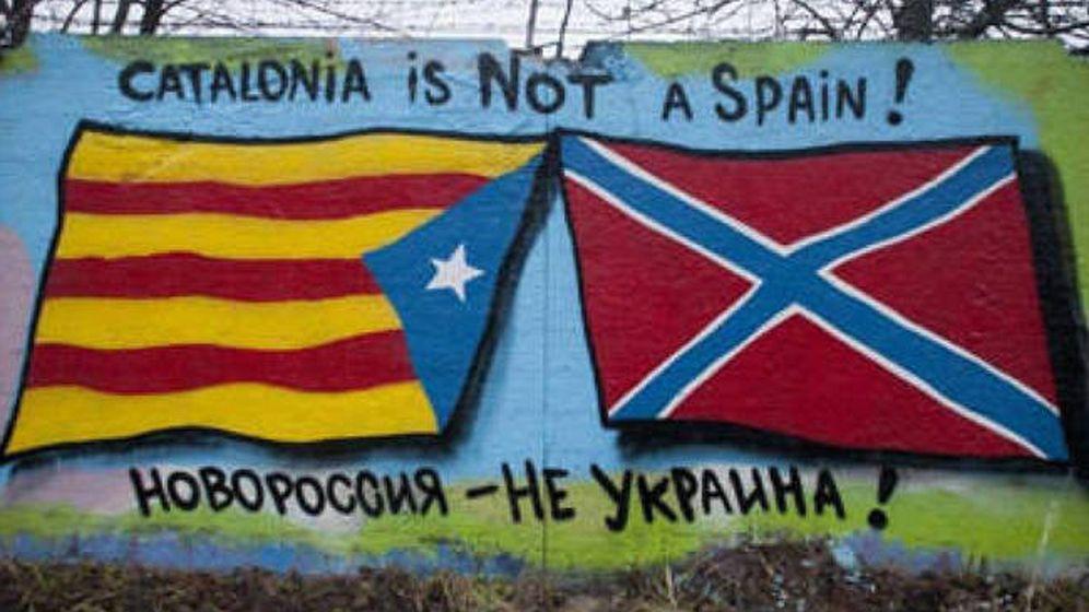 Foto: Una pintada en algún lugar de Rusia: 'Cataluña no es una España, Novorrosiya no es Ucrania'.