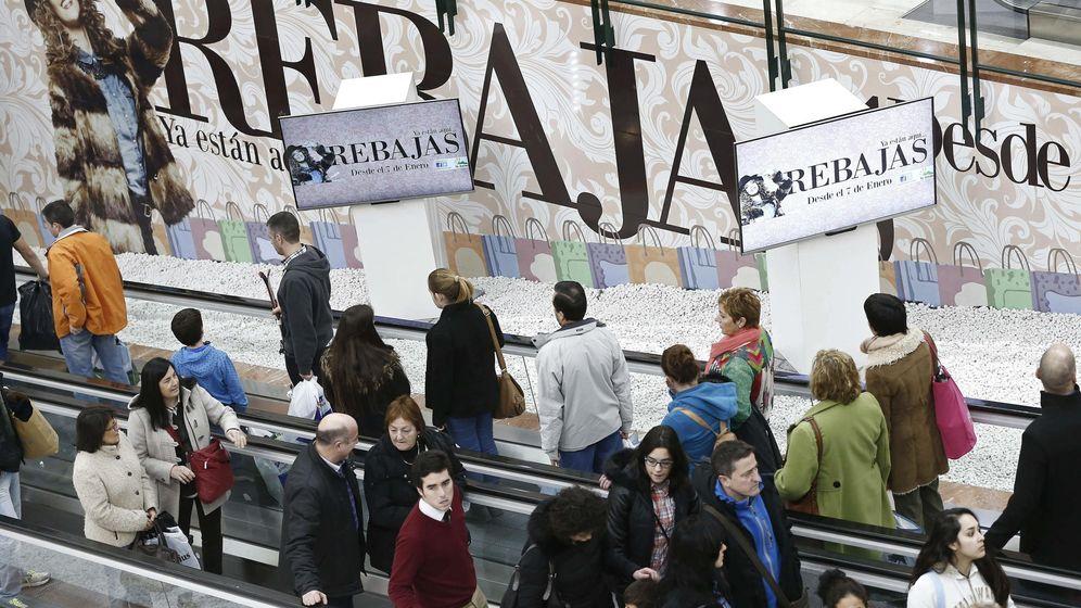 Foto: Rebajas en un centro comercial de Pamplona. (EFE)
