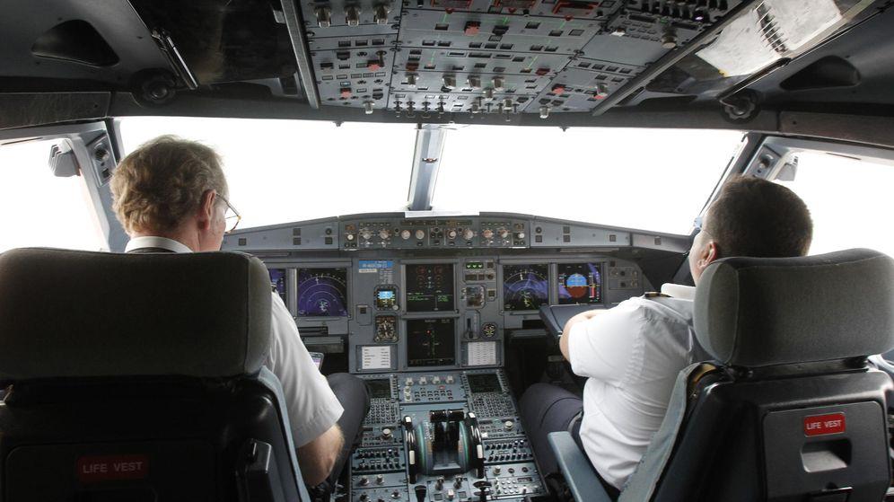 Foto: Imagen de archivo de la cabina de un avión (REUTERS)