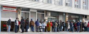 La tasa de paro juvenil en España alcanza el 43,5%, la más elevada de Europa