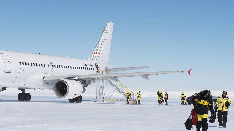 Foto: Trabajadores llegando a la Antártida. Foto: AAD