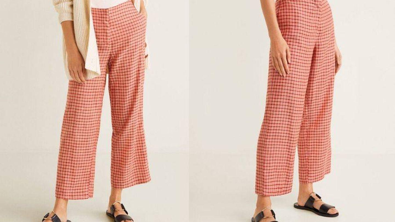 Pantalón estampado de Mango Outlet. (Cortesía)