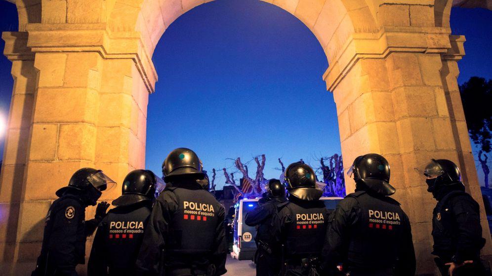 Foto: Agentes de los Mossos d'Esquadra. (EFE)