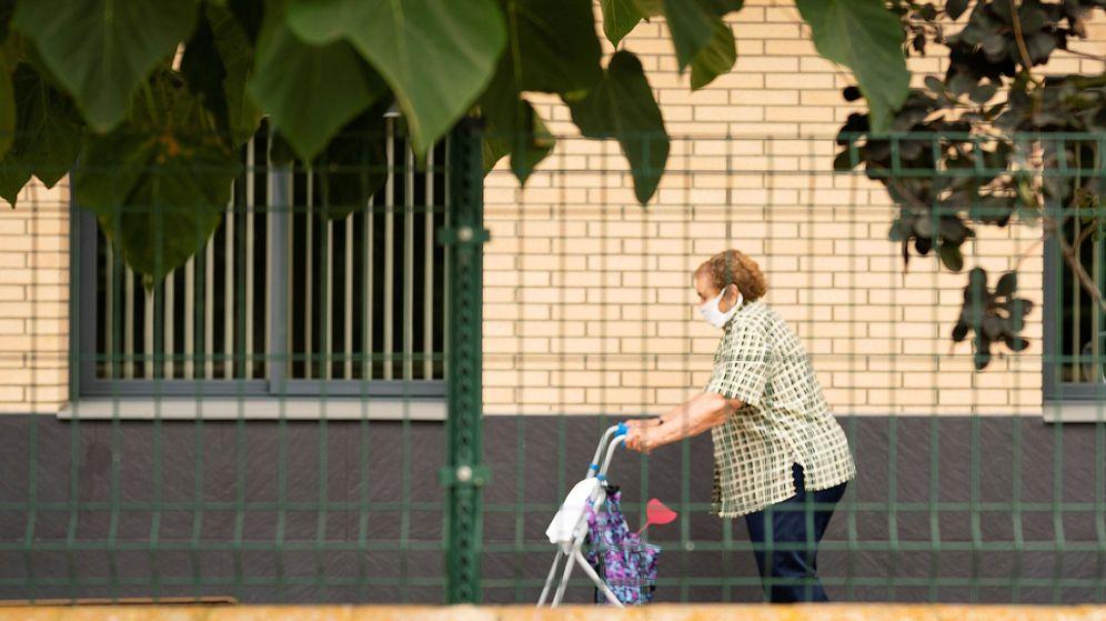 Foto: Una anciana en una residencia de Lleida, el pasado 12 de julio. (EFE)