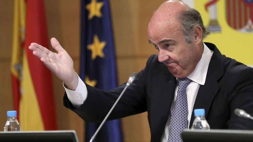 Foto: El ministro de Economía, Luis de Guindos, durante una rueda de prensa. (EFE)