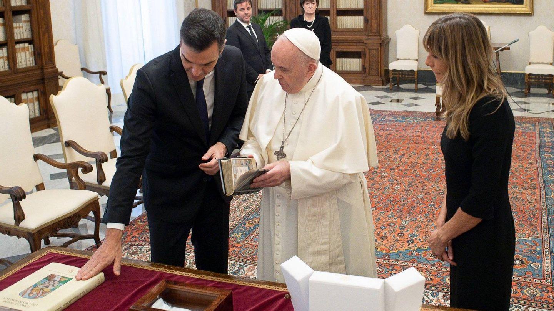 El Papa recibe a Pedro Sánchez y Begoña Gómez en el Vaticano.