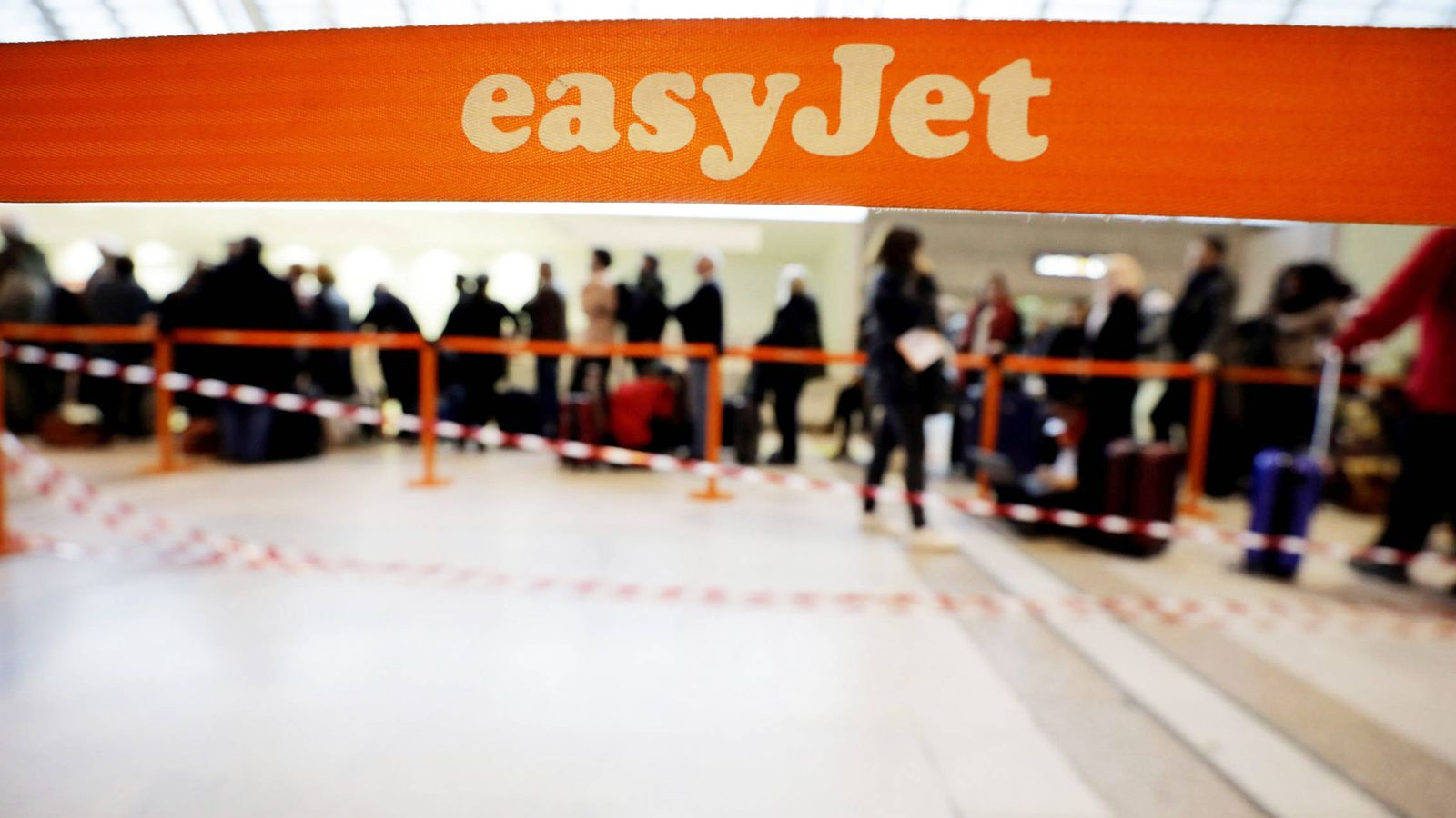 Foto: Easyjet se ha beneficiado de la crisis de los pilotos de Ryanair. (Reuters)