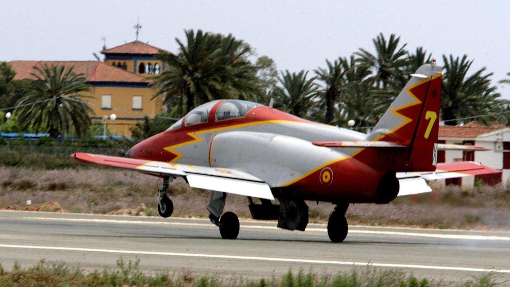 Foto: Fotografía de archivo en San Javier (Murcia), de un avión CASA C-101 de la Academia General del Aire (AGA). (EFE)