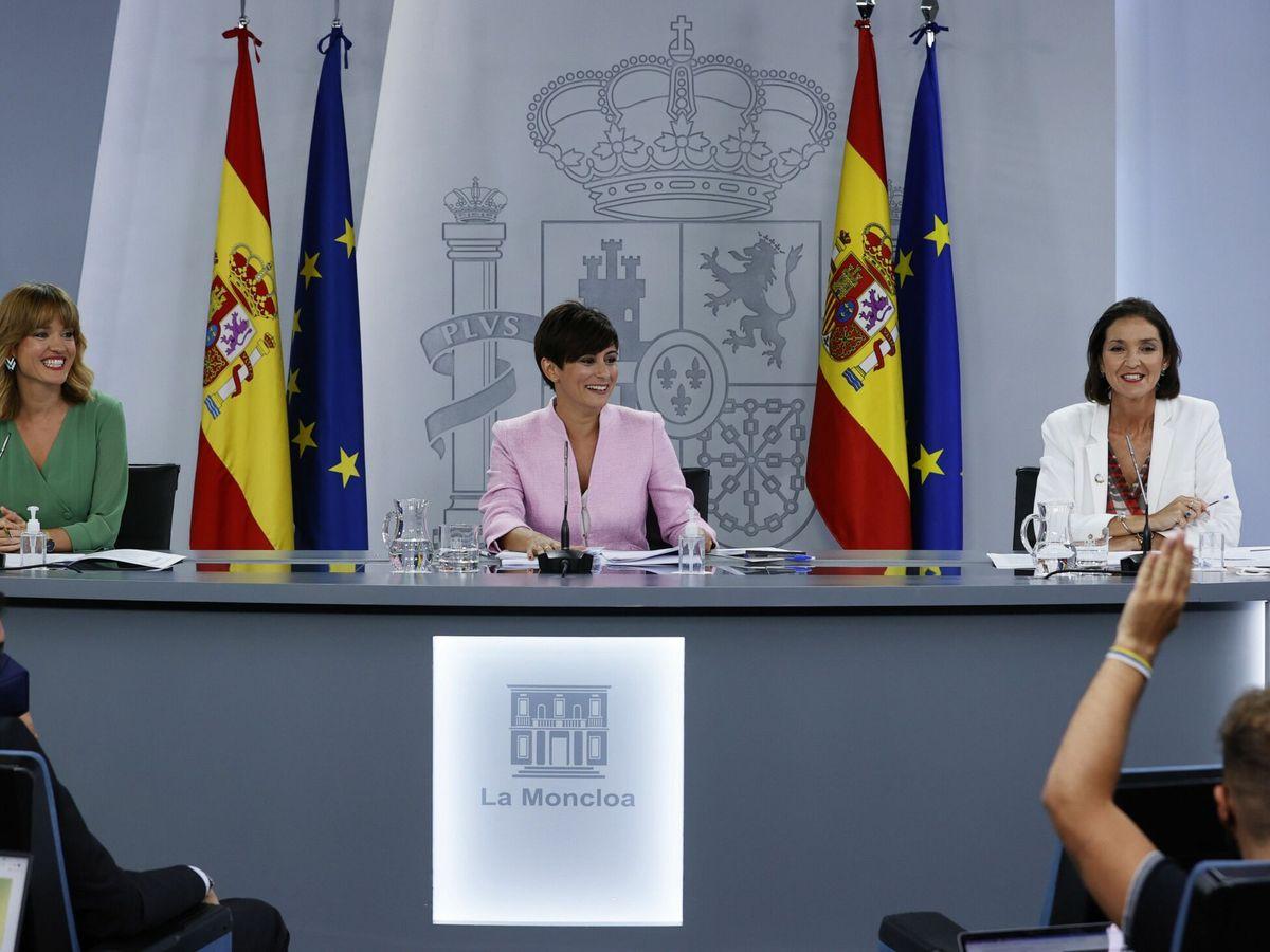 Foto: La nueva ministra portavoz, la de Educación y la de Industria. (EFE)