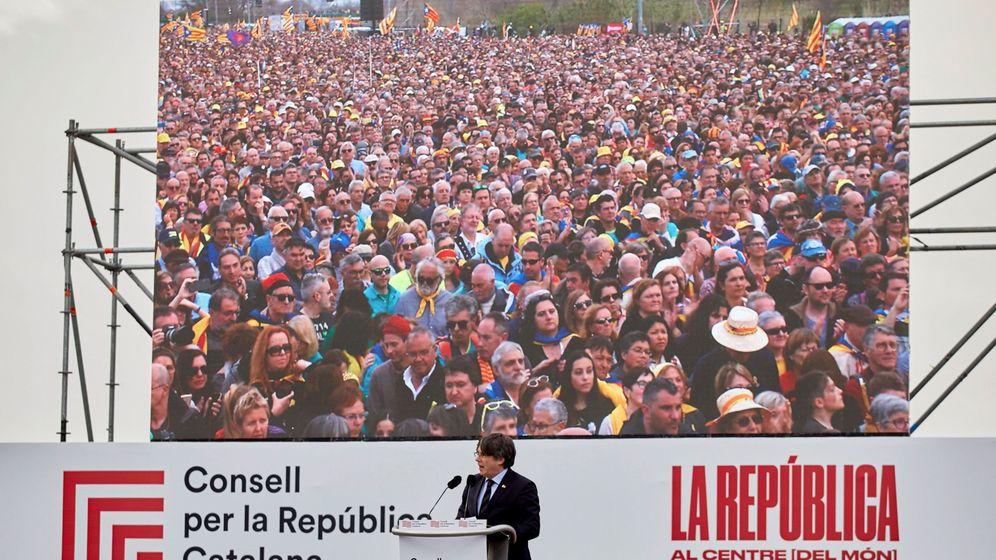 Foto: El expresidente de la Generalitat Carles Puigdemont, durante el acto celebrado en Perpiñán. (EFE)