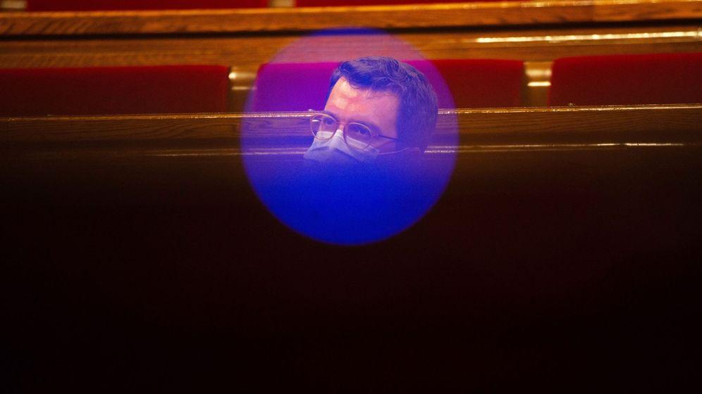 Foto: El presidente en funciones del Govern, Pere Aragonès, en el Parlament. (EFE)