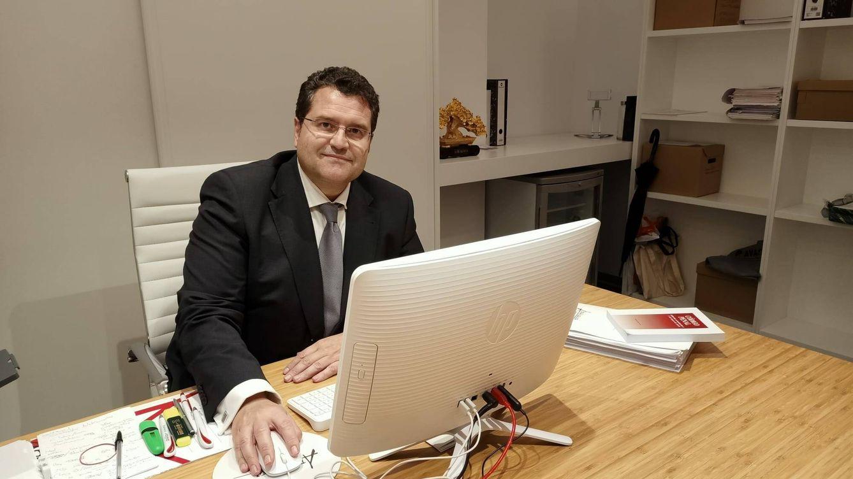 Foto:  El abogado Carlos Aránguez, en su despacho. (Alejandro Mata)