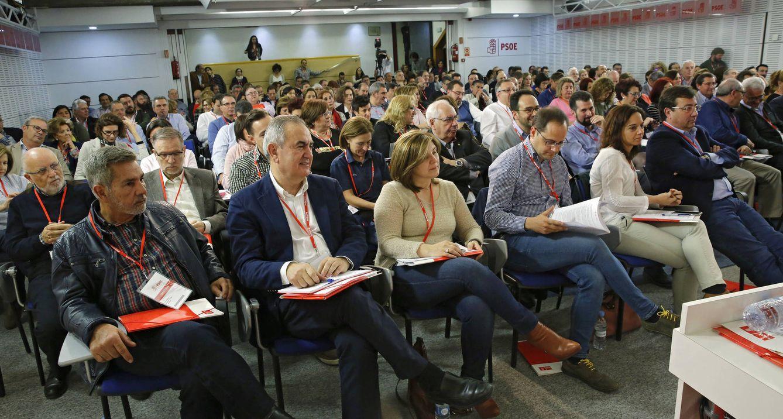 Foto: Rafa González Tovar, Pilar Cancela, César Luena, Sara Hernández y Guillermo Fernández Vara, durante el comité federal de este 1 de abril. (Inma Mesa / PSOE)