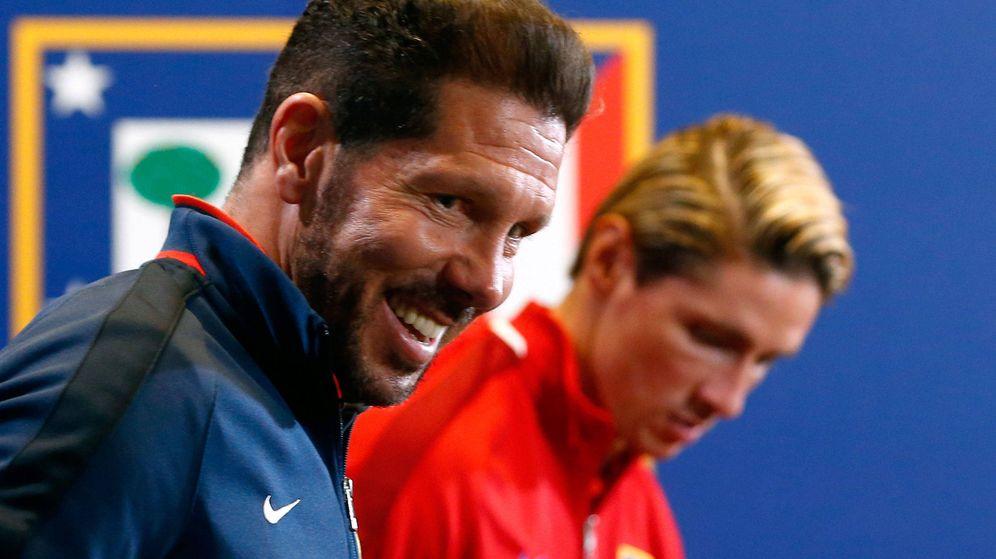 Foto: Simeone y Fernando Torres, durante una rueda de prensa (Reuters)