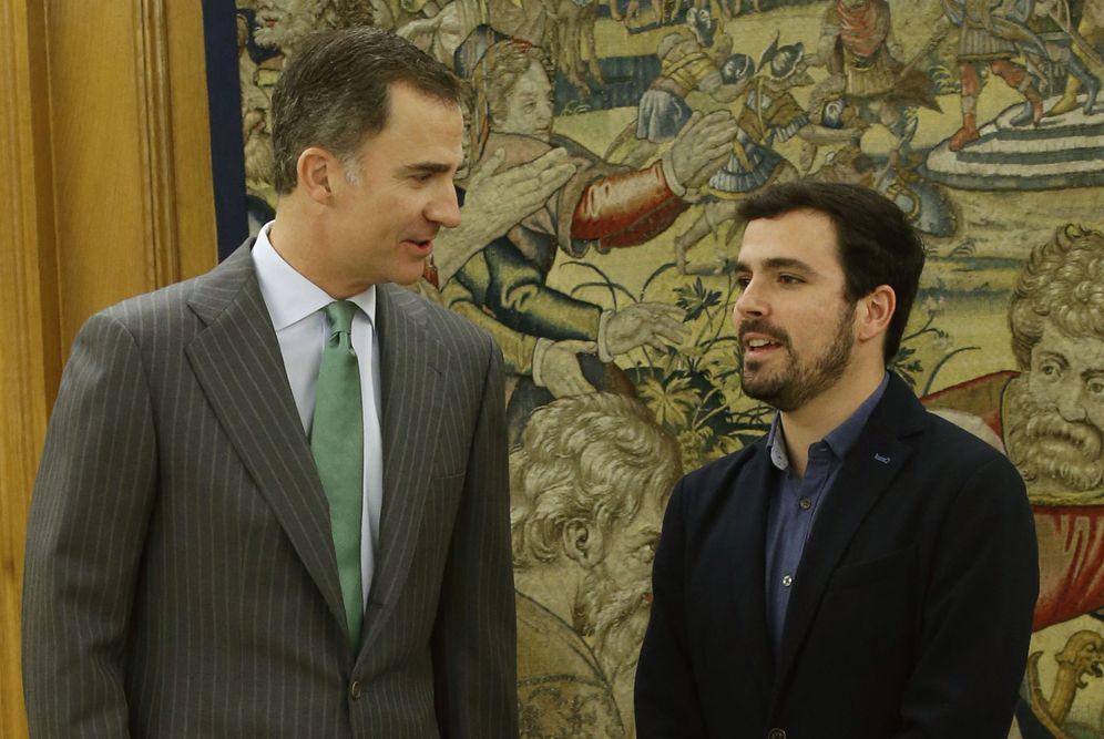 Foto: Alberto Garzón, con el rey Felipe VI en el palacio de la Zarzuela, este 20 de enero, en el tercer día de consultas del monarca. (EFE)