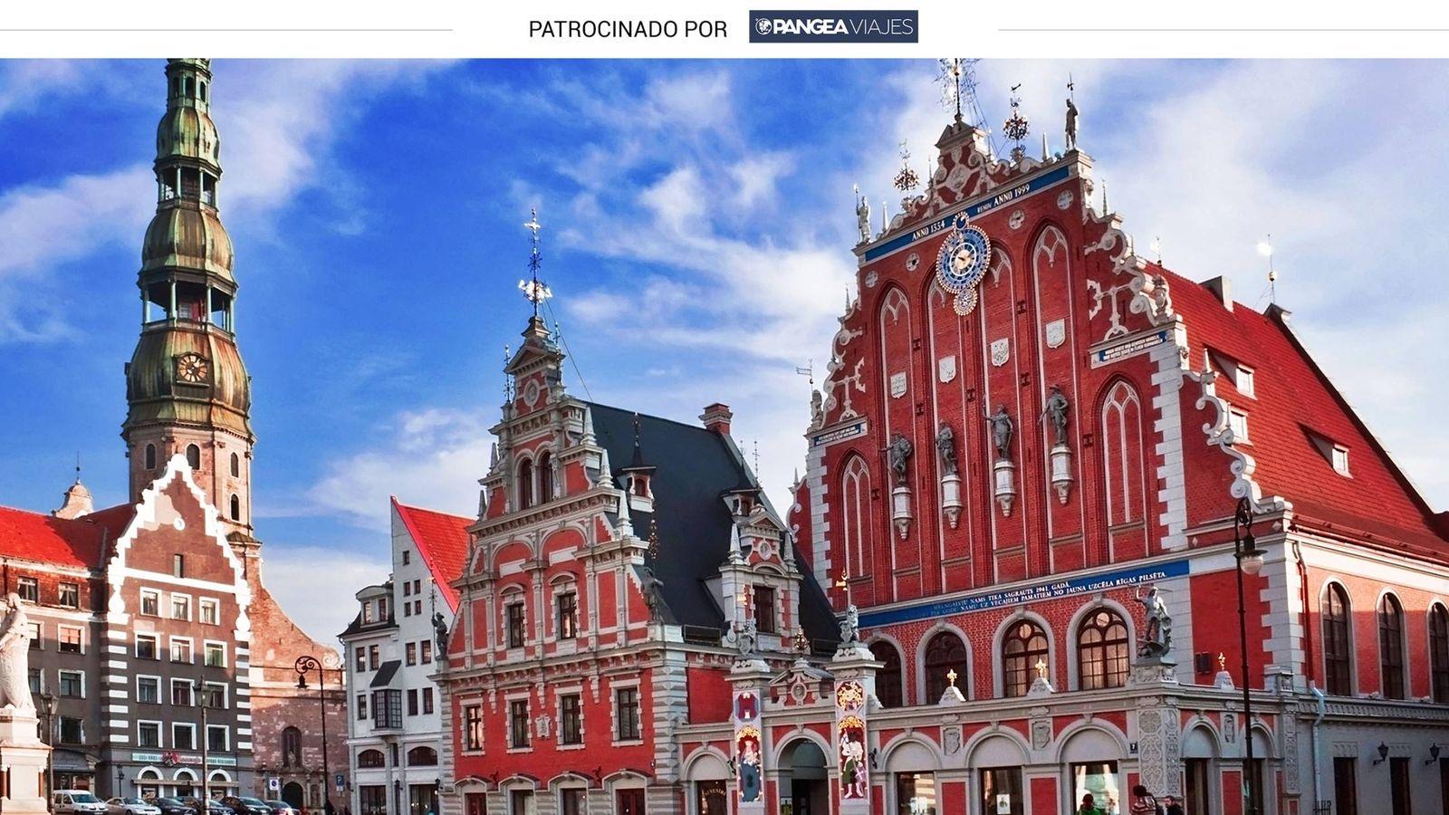 Foto: La Casa de las Cabezas Negras es uno de los edificios más famosos de Riga, en Letonia.