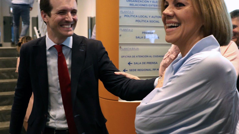María Dolores de Cospedal y Pablo Casado, durante la presentación de avales, en la sede del partido en Madrid. (EFE)