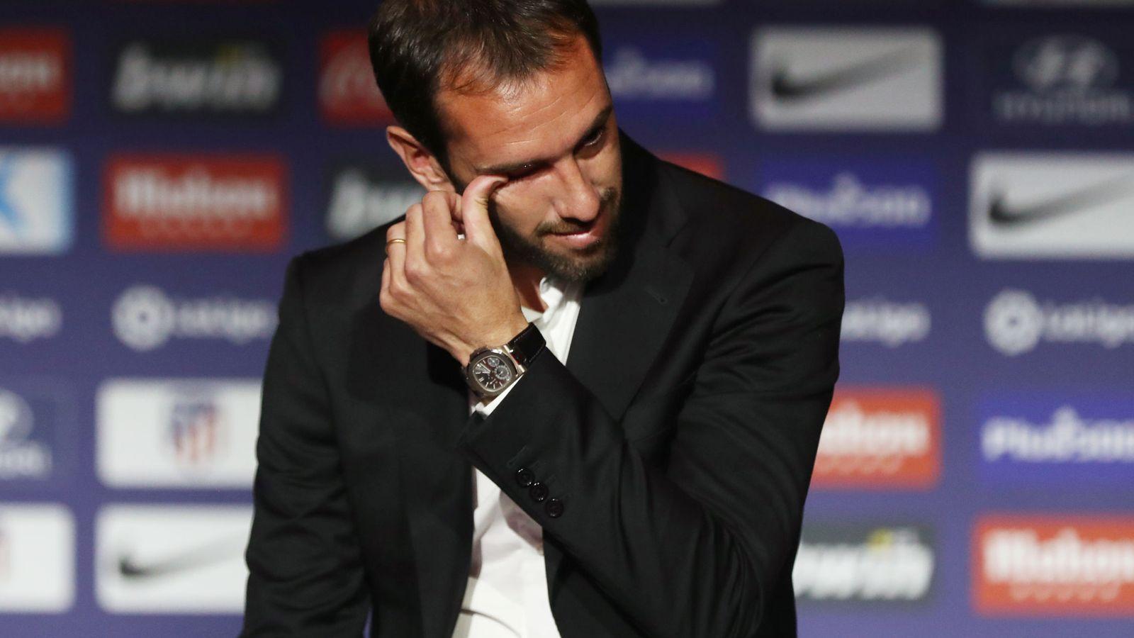 Foto: Diego Godín rompe a llorar en su despedida como jugador del Atlético de Madrid. (Efe)