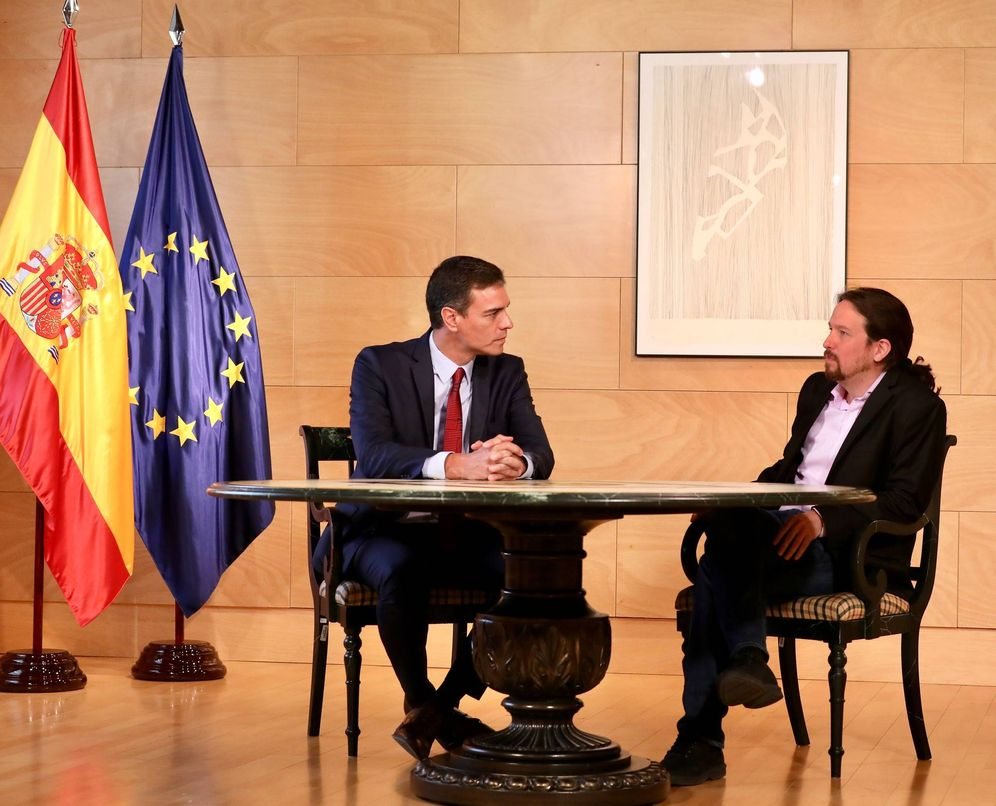 Foto: Pedro Sánchez y Pablo Iglesias, minutos antes de su reunión en el Congreso, este 9 de julio. (Inma Mesa | PSOE)
