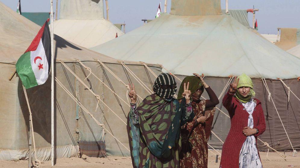 Foto: Varias mujeres saharauis en el campo de refugiados de Tifariti, en el Sáhara Occidental, en una foto de archivo. (EFE)