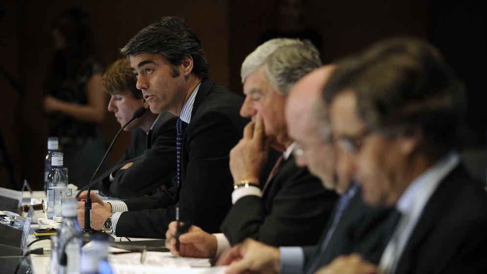 Foto: Santiago Bergareche y Luis Enríquez, en la junta general de accionistas de Vocento. (F. Gómez)
